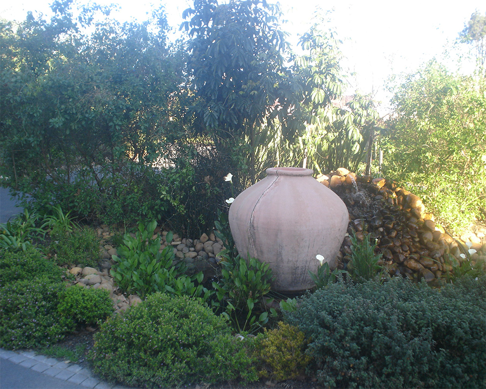 Hambisela_Horticultural_Service_Paarl-Golf-Club---Clubhouse---Build-and-design-of-the-water-feature